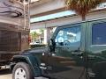 Wohnmobil mit Jeep und Plüschpanda